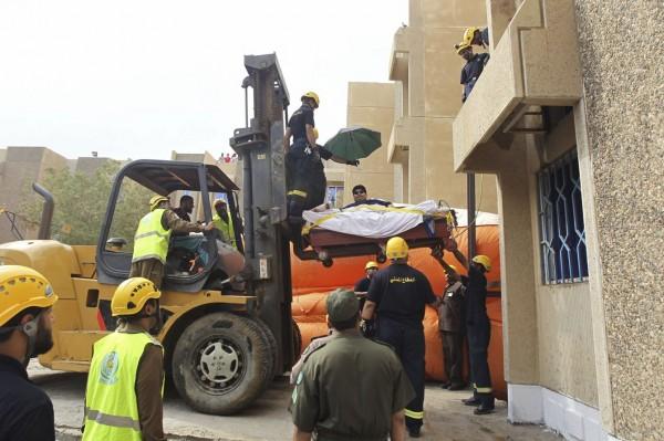 moving  a 1345-pound man-02