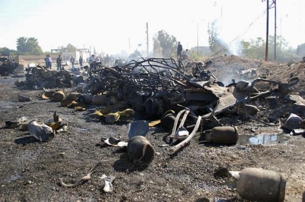 131020-syria-hama-truck-suicide-attack-03