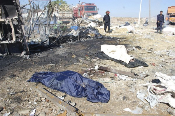 131020-syria-hama-truck-suicide-attack-07