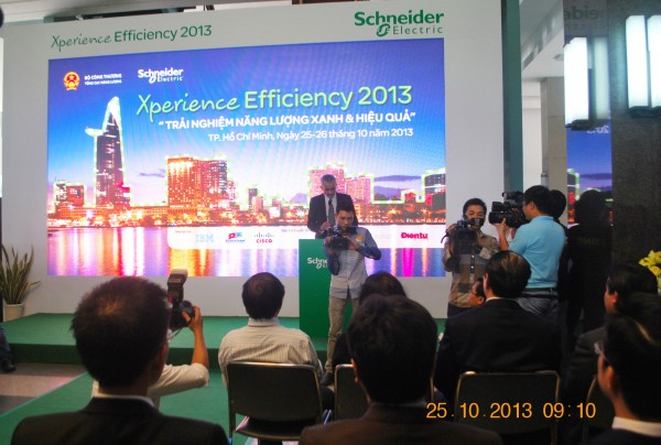 131025-schneider-electric-hcm-009_resize
