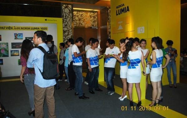 131101-phphuoc-nokia-lumia-1520-hcm-011_resize