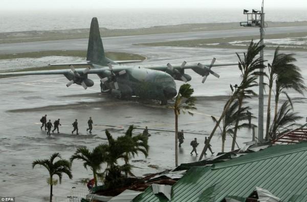 131109-supertyphoon-haiyan-philippines-10