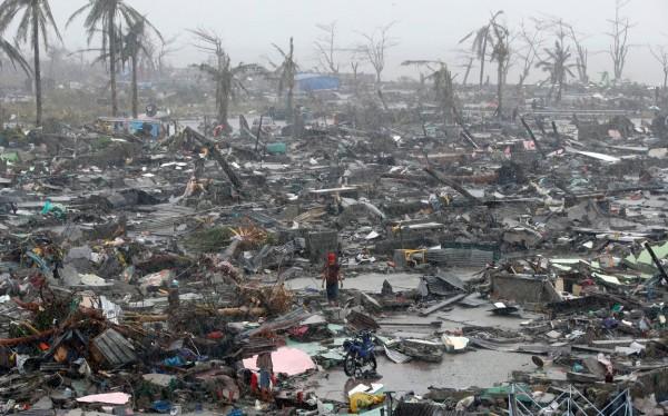 131109-supertyphoon-haiyan-philippines-100