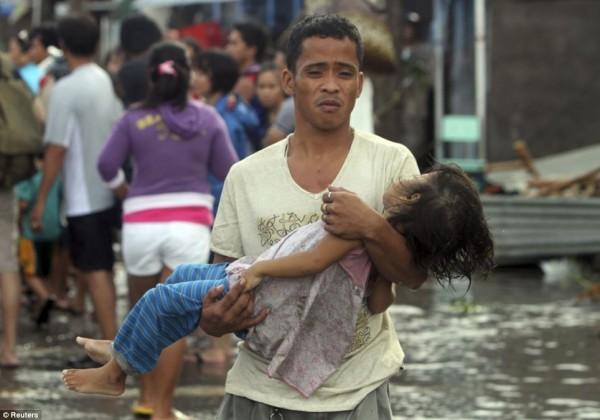 131109-supertyphoon-haiyan-philippines-102