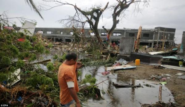 131109-supertyphoon-haiyan-philippines-11