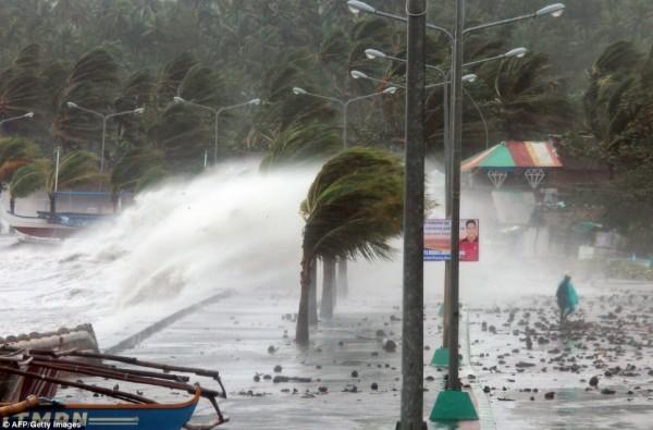131109-supertyphoon-haiyan-philippines-15