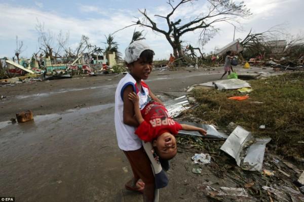 131109-supertyphoon-haiyan-philippines-17
