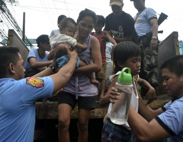 131109-supertyphoon-haiyan-philippines-54