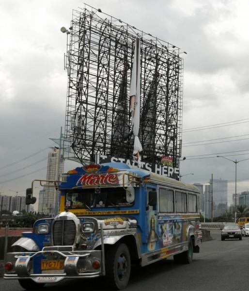 131109-supertyphoon-haiyan-philippines-57