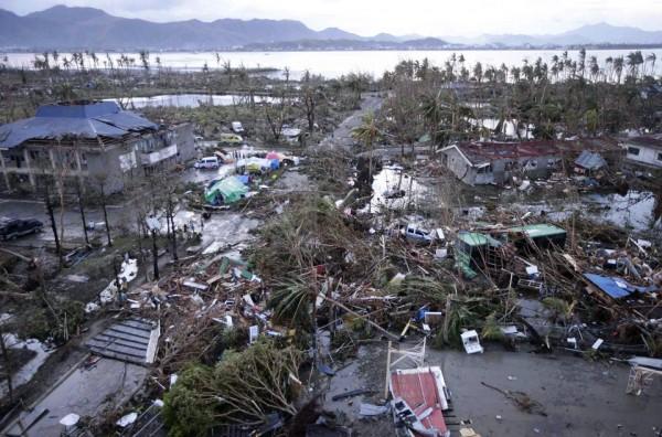 131109-supertyphoon-haiyan-philippines-leyte-01