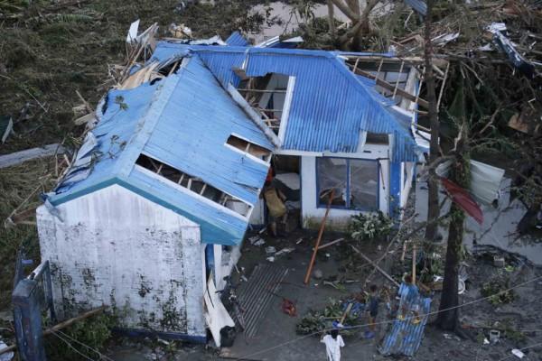 131109-supertyphoon-haiyan-philippines-leyte-02