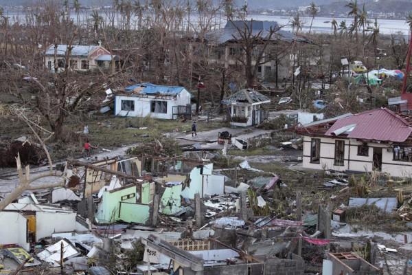 131109-supertyphoon-haiyan-philippines-leyte-04