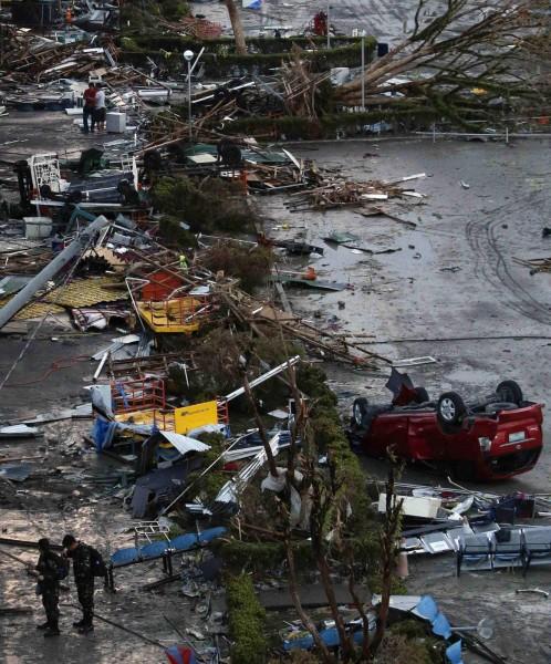 131109-supertyphoon-haiyan-philippines-leyte-05