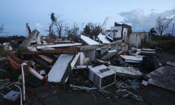 131109-supertyphoon-haiyan-philippines-leyte-06