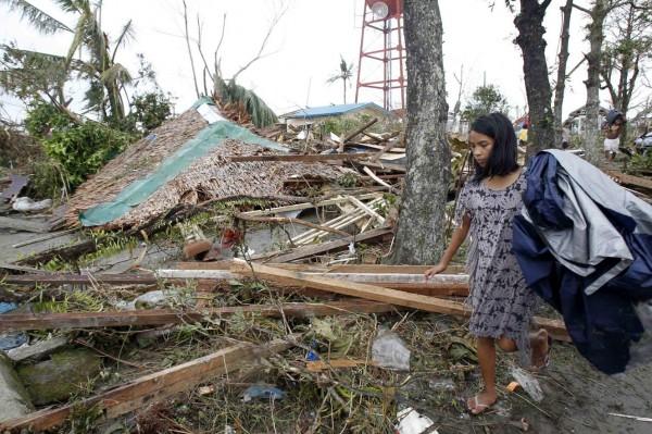 131109-supertyphoon-haiyan-philippines-leyte-07