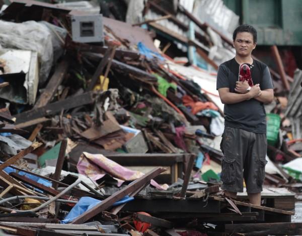 131109-supertyphoon-haiyan-philippines-tacloban-02