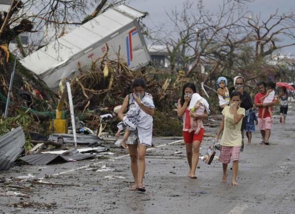 131109-supertyphoon-haiyan-philippines-tacloban-03