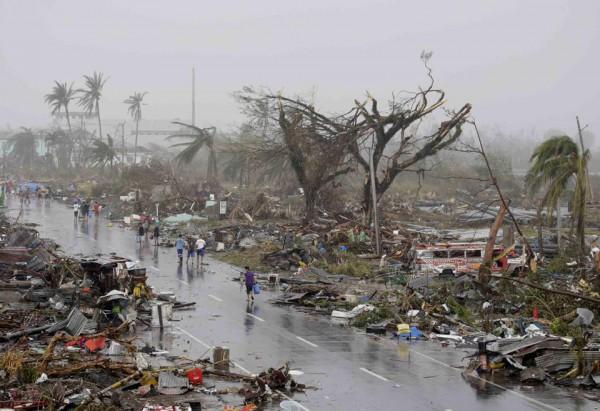 131109-supertyphoon-haiyan-philippines-tacloban-05