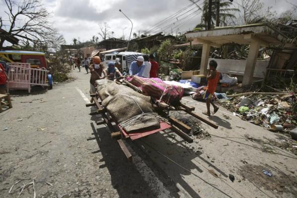 131109-supertyphoon-haiyan-philippines-tacloban-12