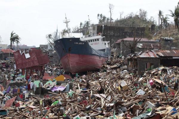 131109-supertyphoon-haiyan-philippines-tacloban-14