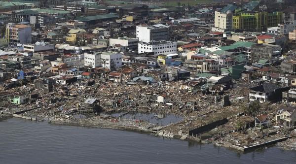 131110-supertyphoon-haiyan-philippines-tacloban-008