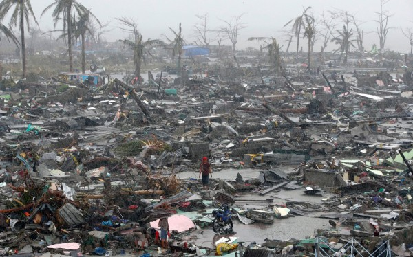 131110-supertyphoon-haiyan-philippines-tacloban-105