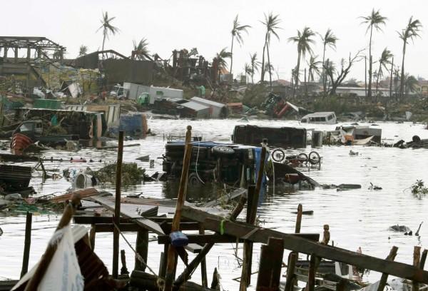 131110-supertyphoon-haiyan-philippines-tacloban-106