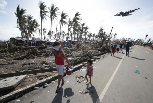 131110-supertyphoon-haiyan-philippines-tacloban-107