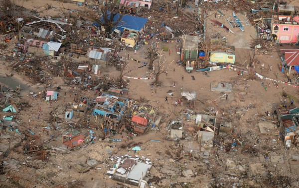 131111-supertyphoon-haiyan-philippines-guiuan-town-samar-05