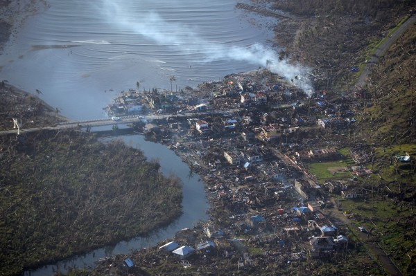 131111-supertyphoon-haiyan-philippines-samar-01