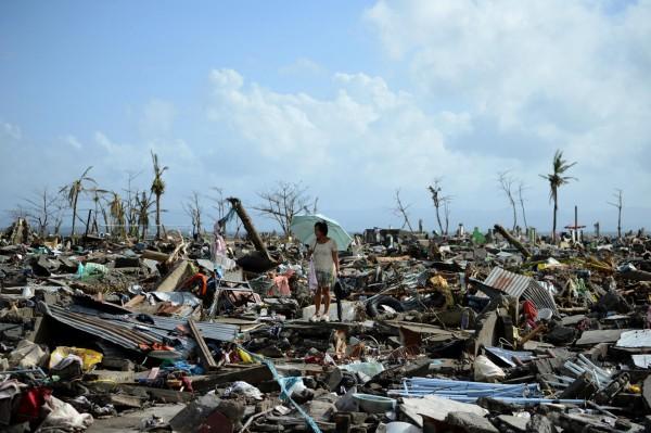 131111-supertyphoon-haiyan-philippines-tacloban-002