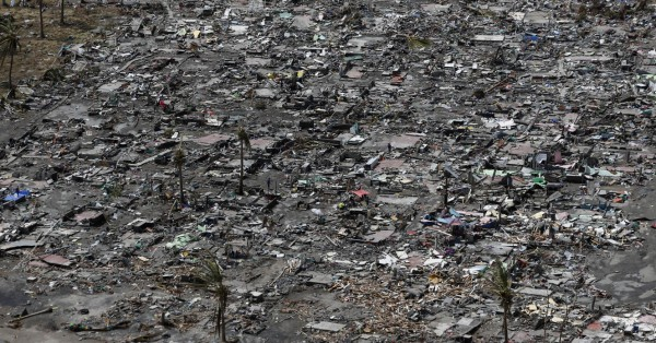131111-supertyphoon-haiyan-philippines-tacloban-007
