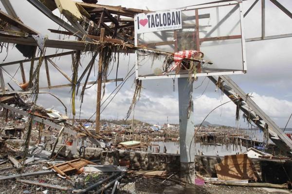 131111-supertyphoon-haiyan-philippines-tacloban-008