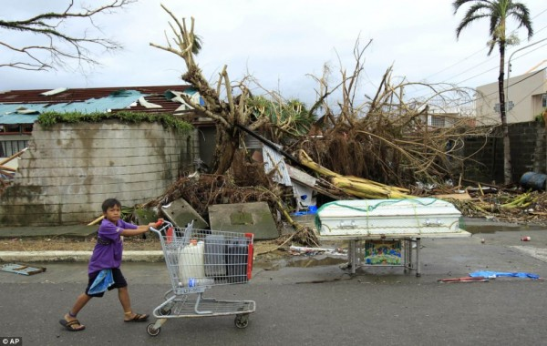 131111-supertyphoon-haiyan-philippines-tacloban-112