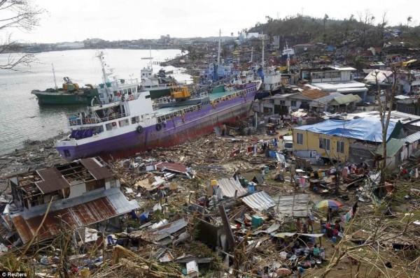 131111-supertyphoon-haiyan-philippines-tacloban-113