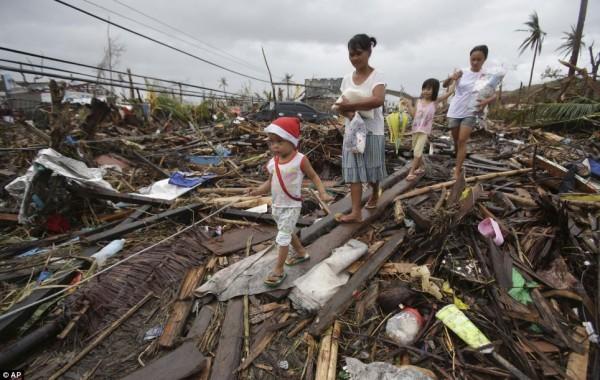 131111-supertyphoon-haiyan-philippines-tacloban-115