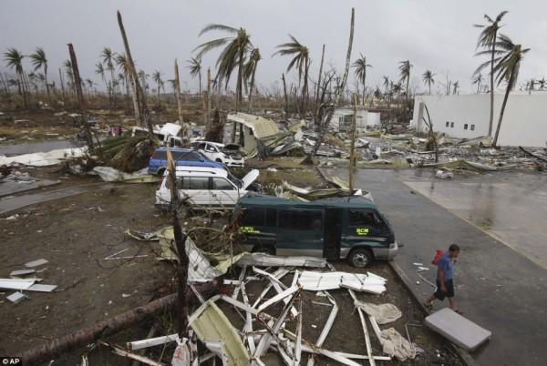 131111-supertyphoon-haiyan-philippines-tacloban-120