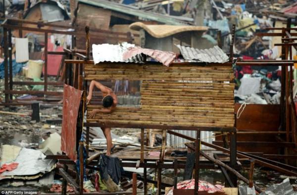 131111-supertyphoon-haiyan-philippines-tacloban-121