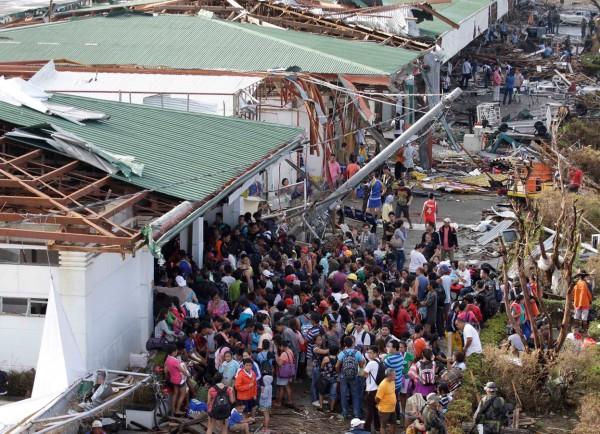 131111-supertyphoon-haiyan-philippines-tacloban-airport-110