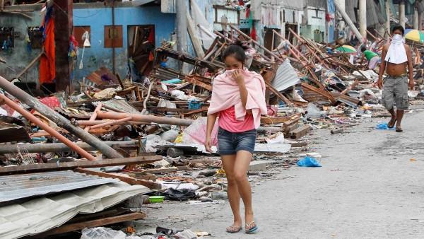 131111-typhoon-haiyan-philippines-victims-01
