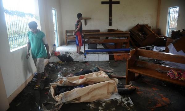 131111-typhoon-haiyan-philippines-victims-04