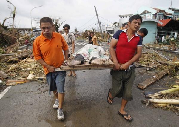 131111-typhoon-haiyan-philippines-victims-05