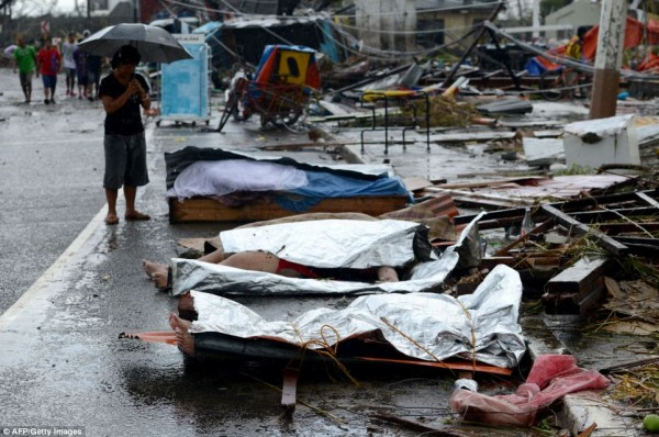 131111-typhoon-haiyan-philippines-victims-07