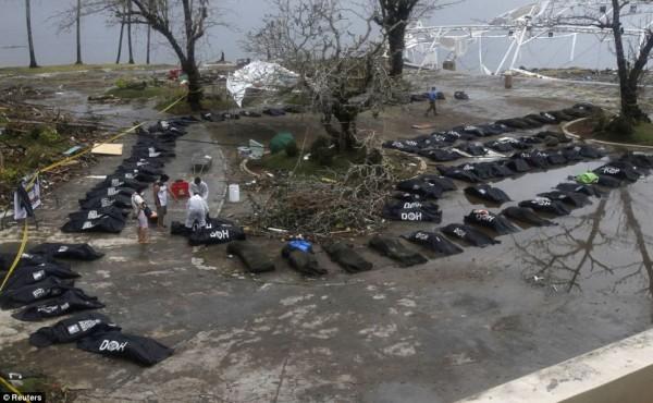 131111-typhoon-haiyan-philippines-victims-08