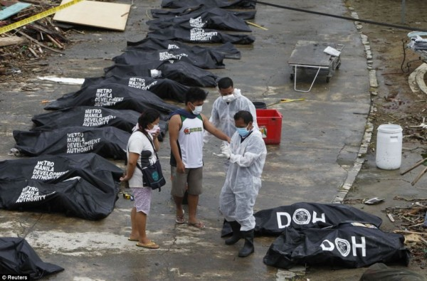 131111-typhoon-haiyan-philippines-victims-09