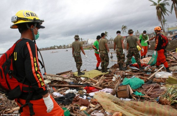 131111-typhoon-haiyan-philippines-victims-10