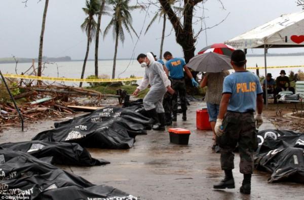 131111-typhoon-haiyan-philippines-victims-11