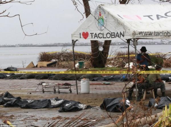 131111-typhoon-haiyan-philippines-victims-12
