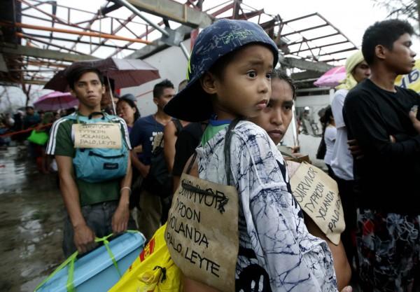 131112-supertyphoon-haiyan-philippines-tacloban-007