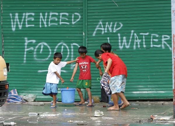 131112-supertyphoon-haiyan-philippines-tacloban-014